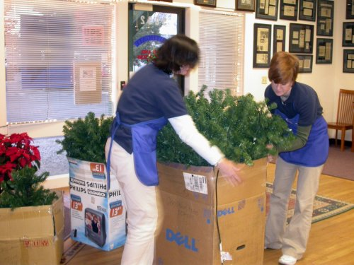 Southgate Coins wraps up another year, putting away the holidays for 2006