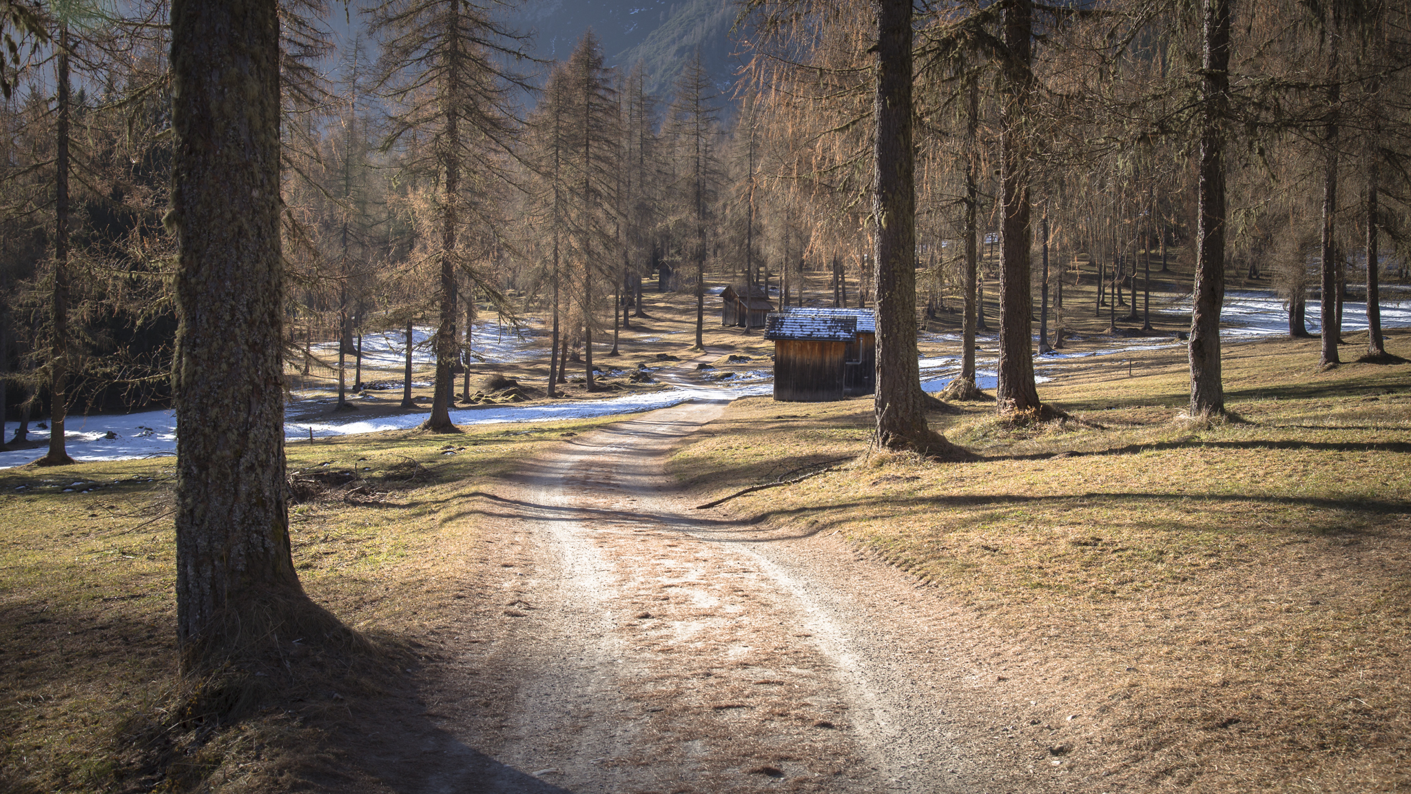 Rather than being covered in snow the Dolomites were still basking in the suns glow this december.
