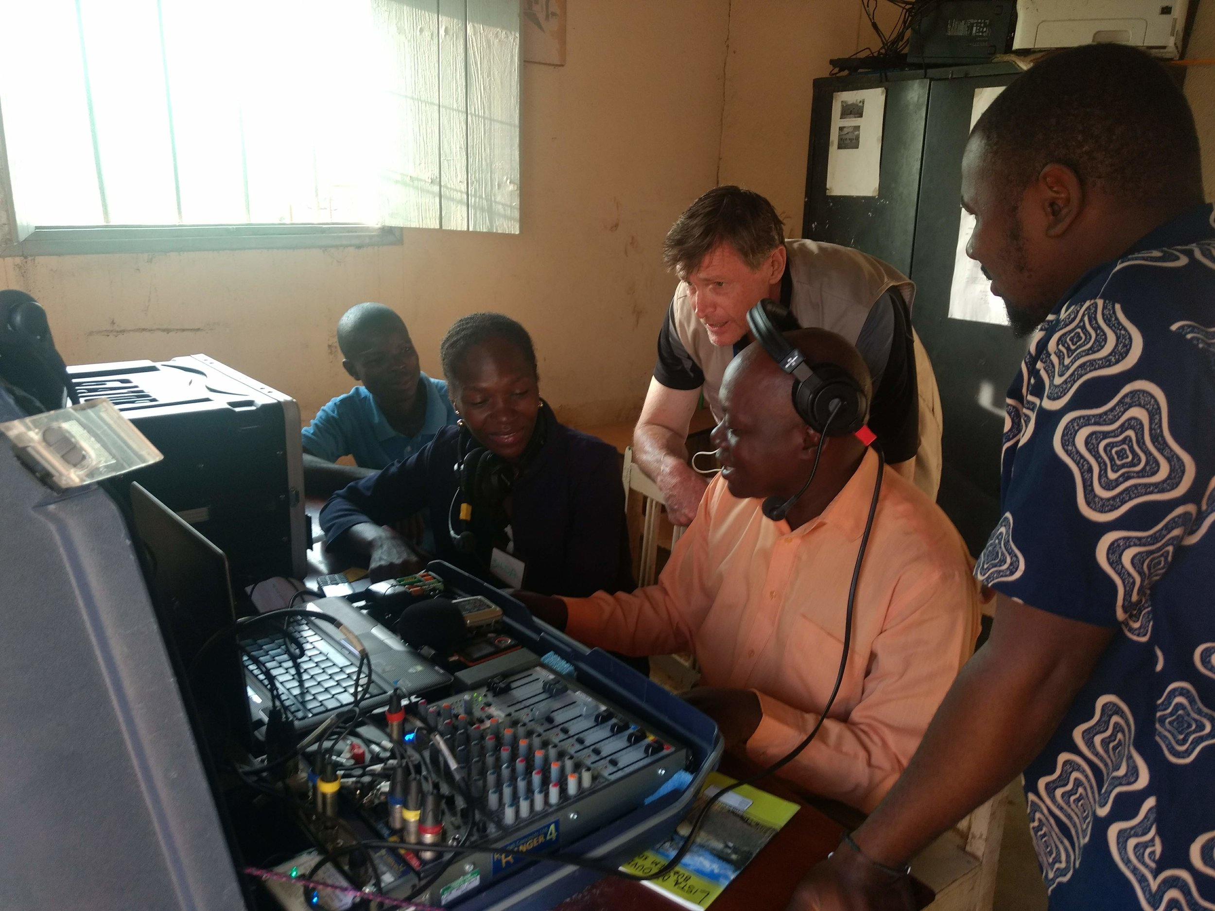 Buzi FM using FRR studio suticase equipment, March 2019. (Photo credit: HCR)
