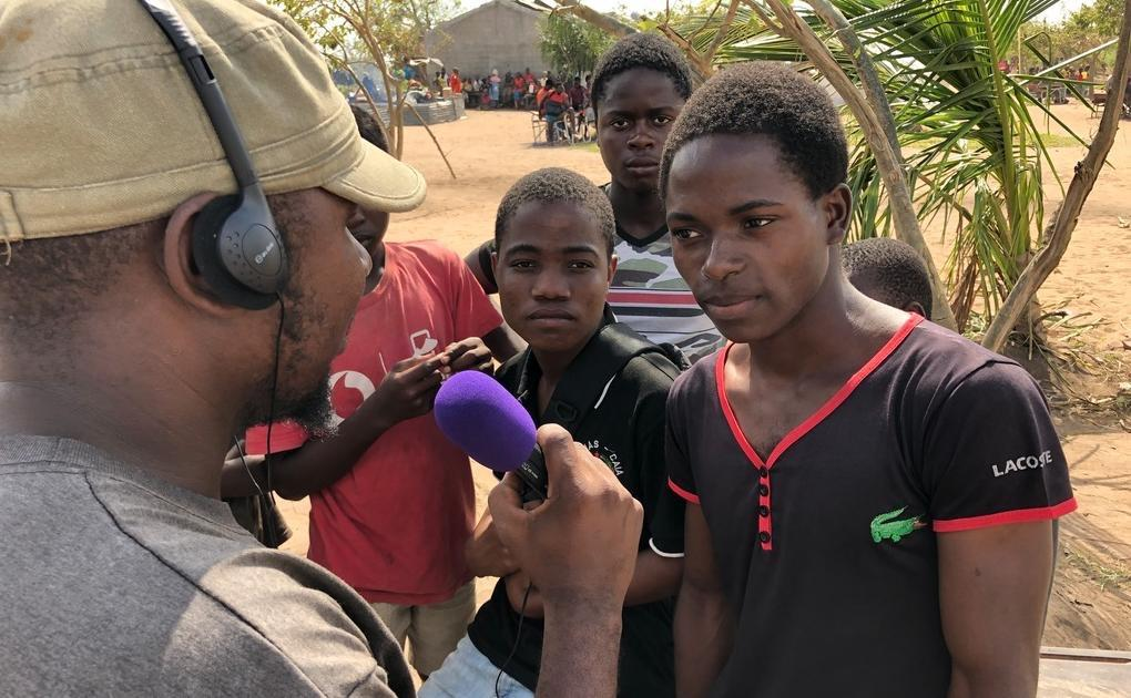 Young people tell Buzi FM reporters their stories, Buzi district, March 2019. Photo credit: HCR