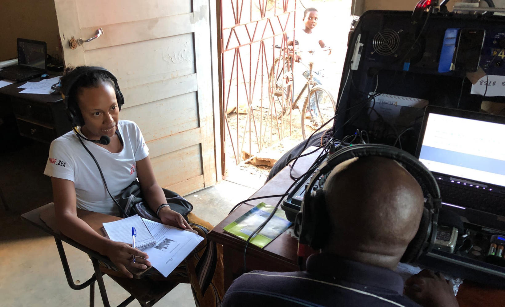 MSF psychologist gives community advice in temporary Buzi FM studio. March 2019. (Photo credit: HCR)