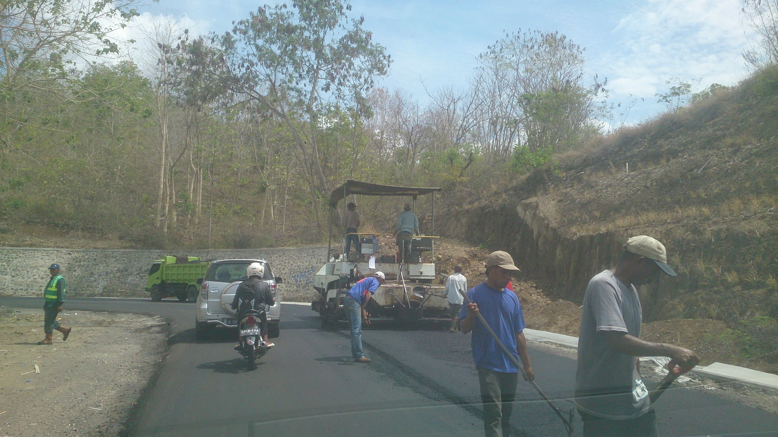 Road works on Flores
