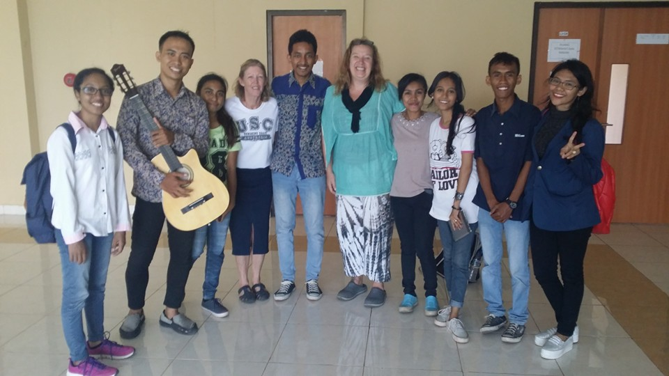 Beth, hanging out with her Indonesian UniBRIDGE Project friends in Kupang, Indonesia.