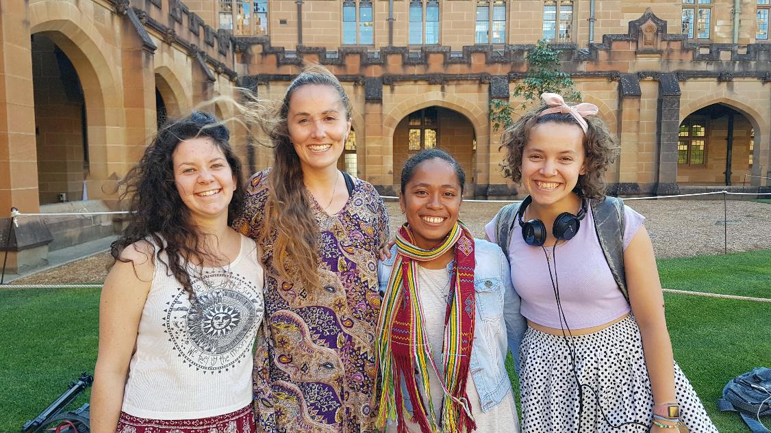 Lili meets UniBRIDGE participants from University of Sydney