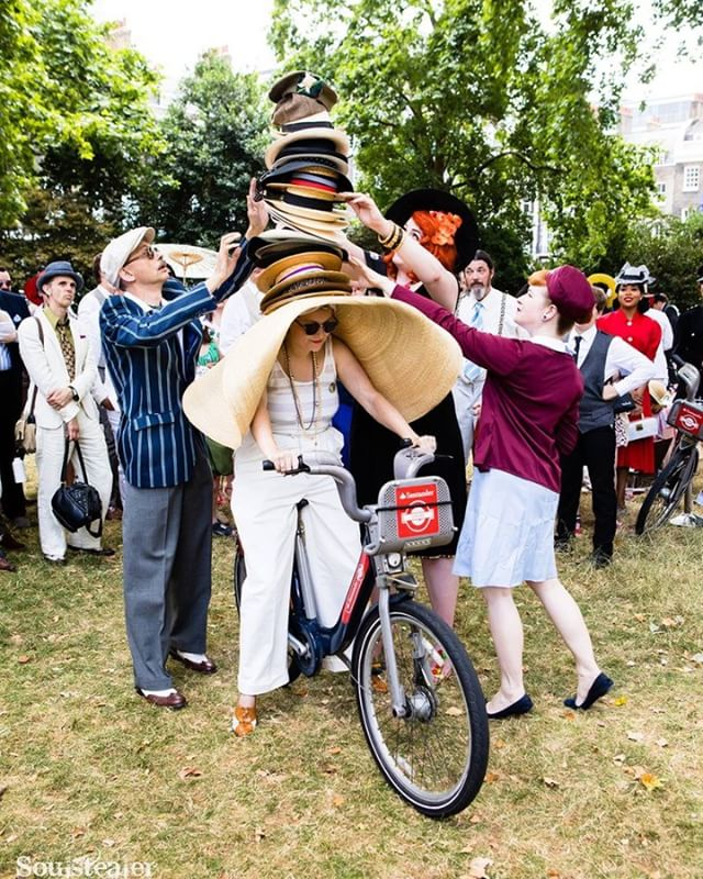 Marvellous to see some cycling-based World Records smashed in style at the recent #ChapOlympiad - apparently the record for the most hats ever worn while riding a bicycle was set by this lady at 27 (the previous being 23). And we even spotted some Tweed being worn in some other bicycle events... given it was nearly 30ºC, we're filled with admiration. #tweedrun