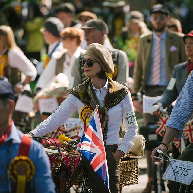 Calling all tweed runners! You can pick up your riders packs from TOMORROW, Thursday 18th April until Friday 3rd May at @cordingsofpiccadilly and @bourneandhollingsworth Buildings in Clerkenwell. We've sent you an email with all of the info and times you can collect. 💫