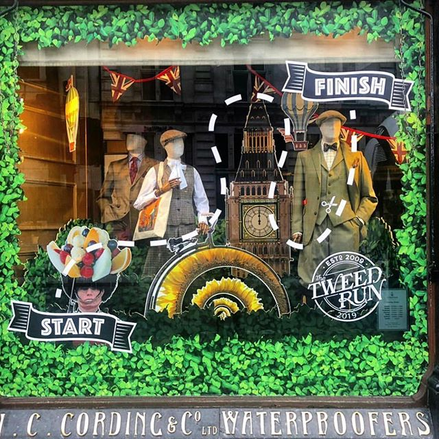 Have you seen @cordingsofpiccadilly tweed run window display? 💕