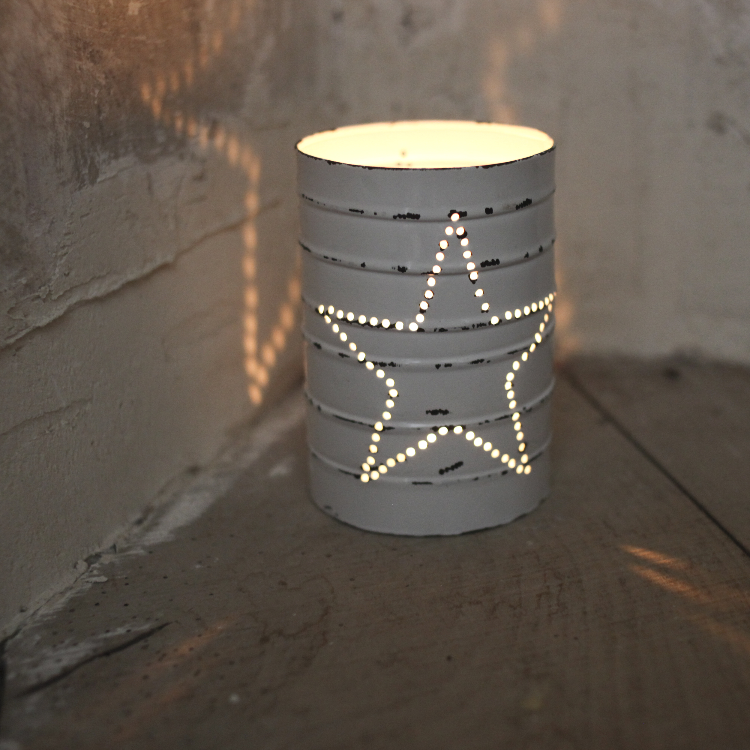 Beautiful Star can lanterns for Christmas decoration and Scandinavian style.  www.alittlebitofnice.com