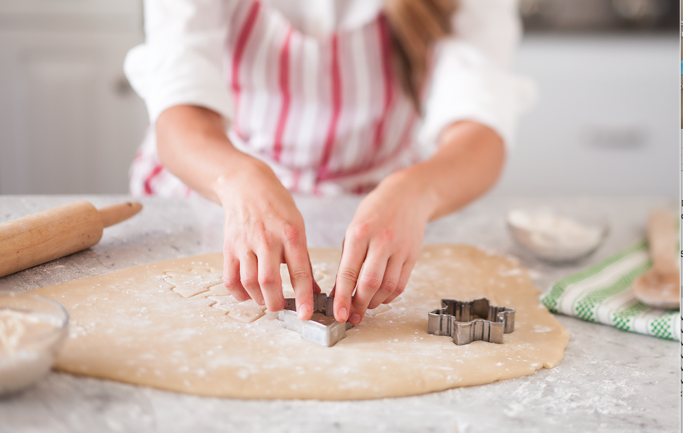 baking_cutting cookies.png