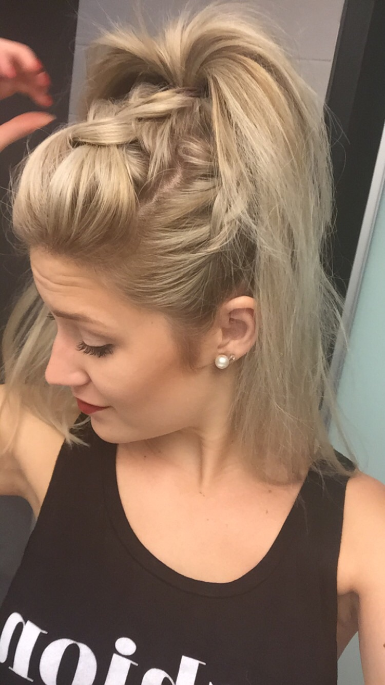 We can thank the gunck of Bourbon Street for my dirty braids and messy pony tail 💁🏼✂️