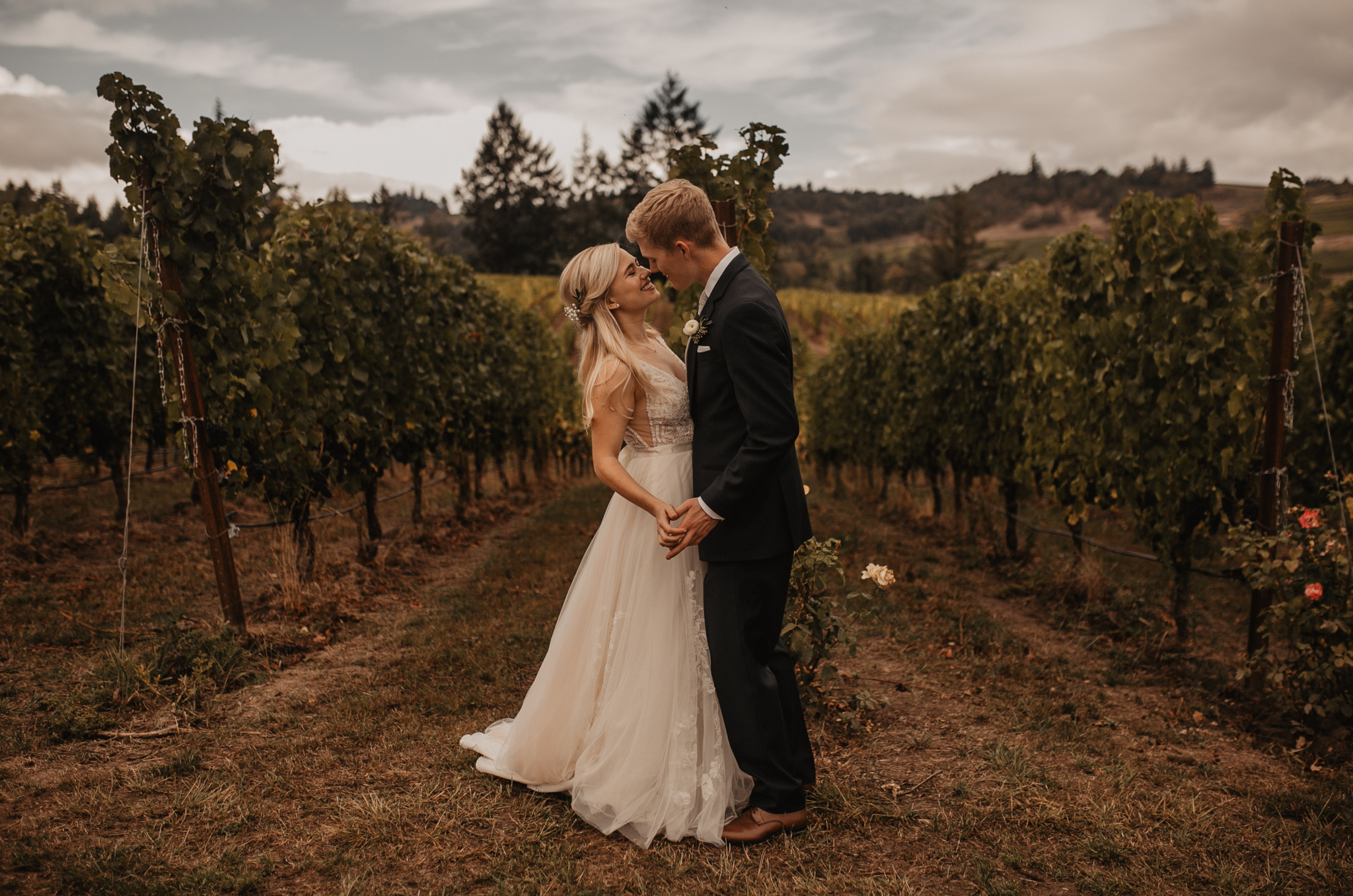 zenith-vineyard-oregon-summer-wedding-255.jpg
