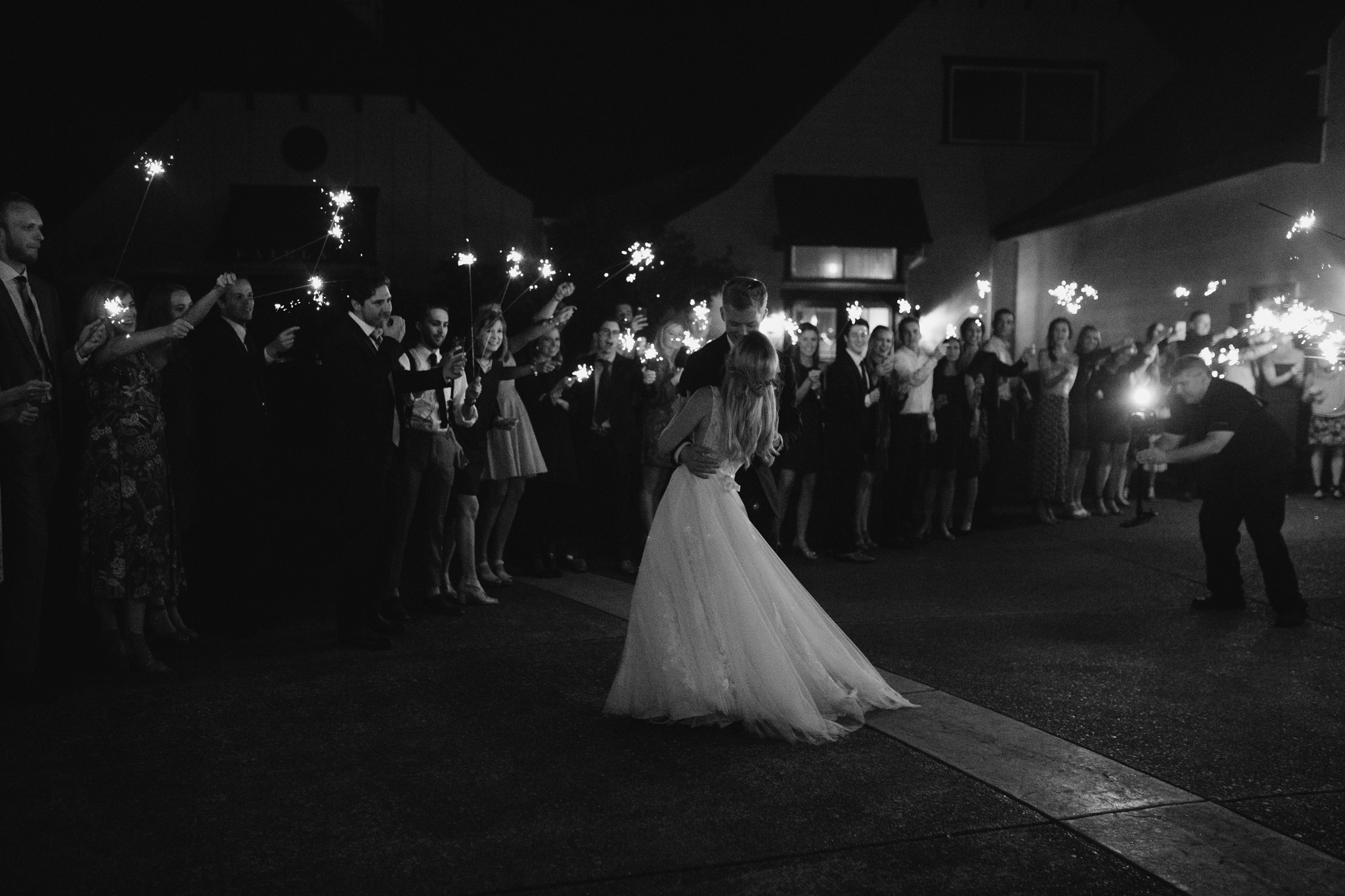 zenith-vineyard-oregon-summer-wedding-1114.jpg