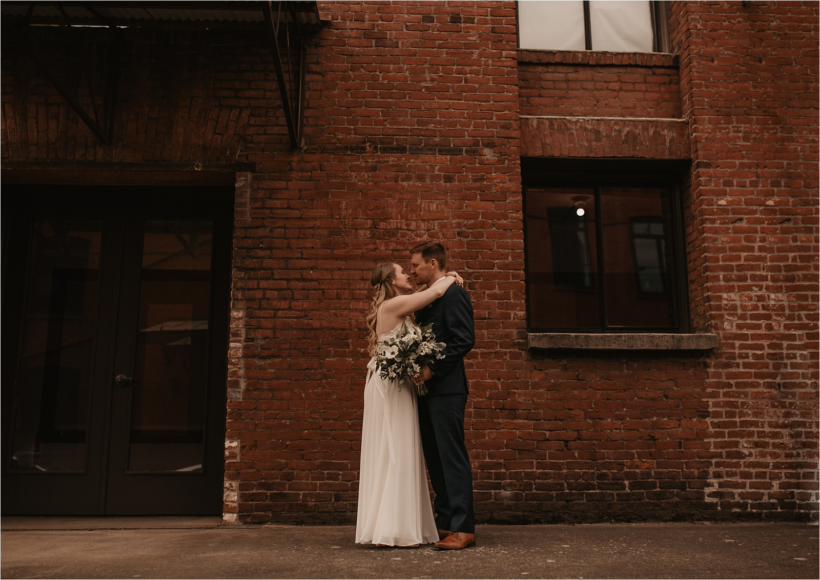 Castaway Urban Wedding in Portland Oregon