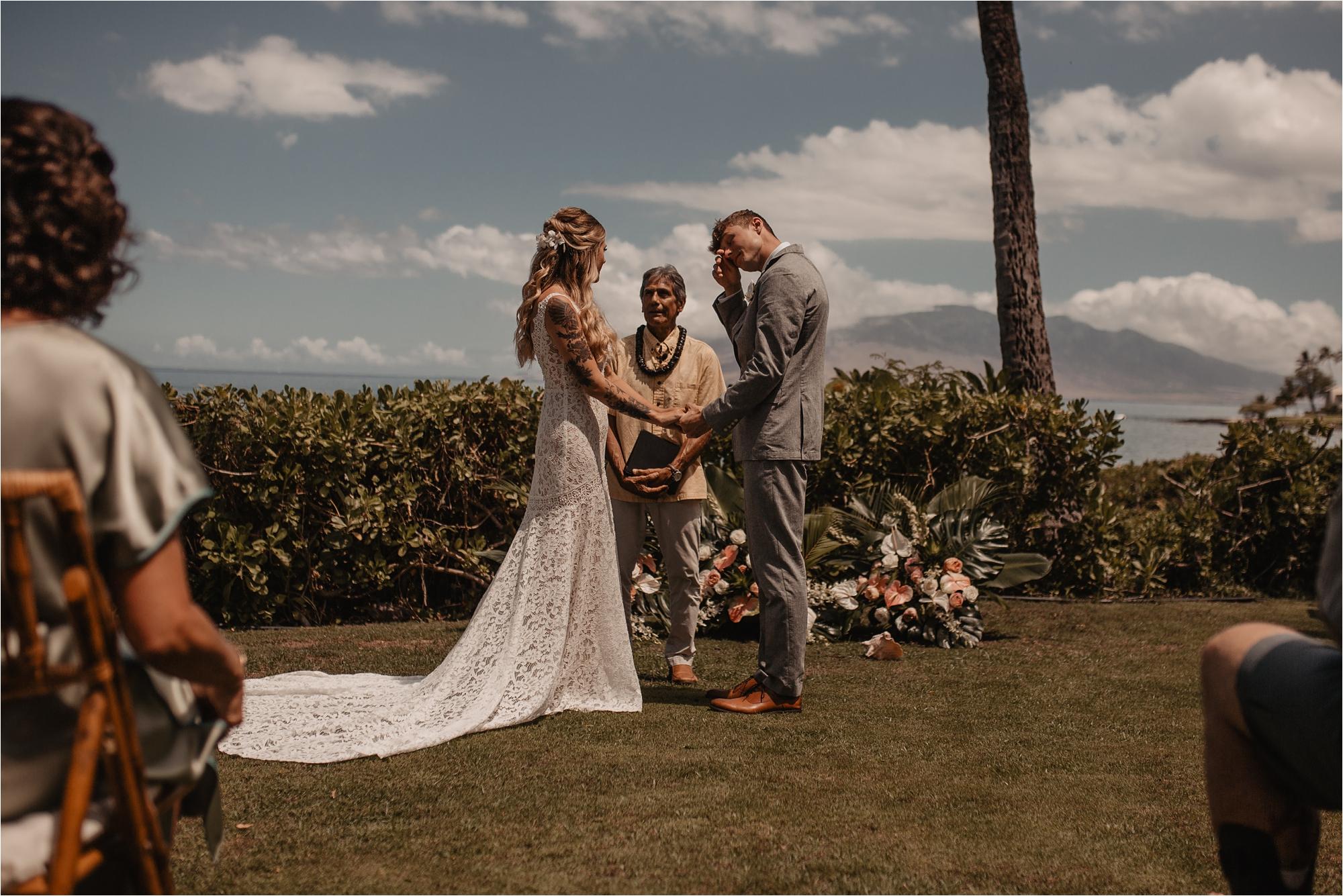maui-hawaii-intimate-tropical-wedding_0030.jpg