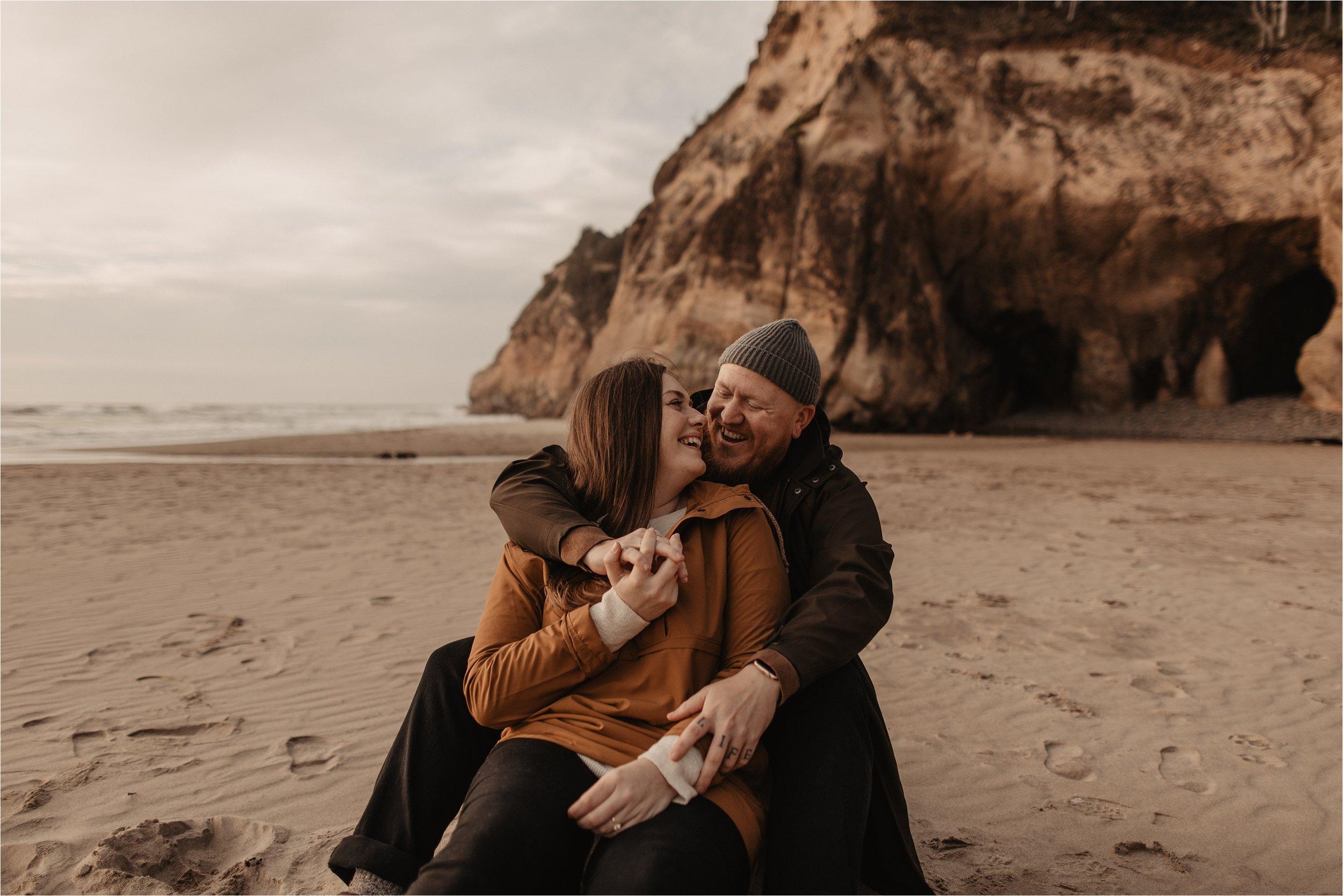 hug-point-oregon-coast-engagement-photos_0012.jpg