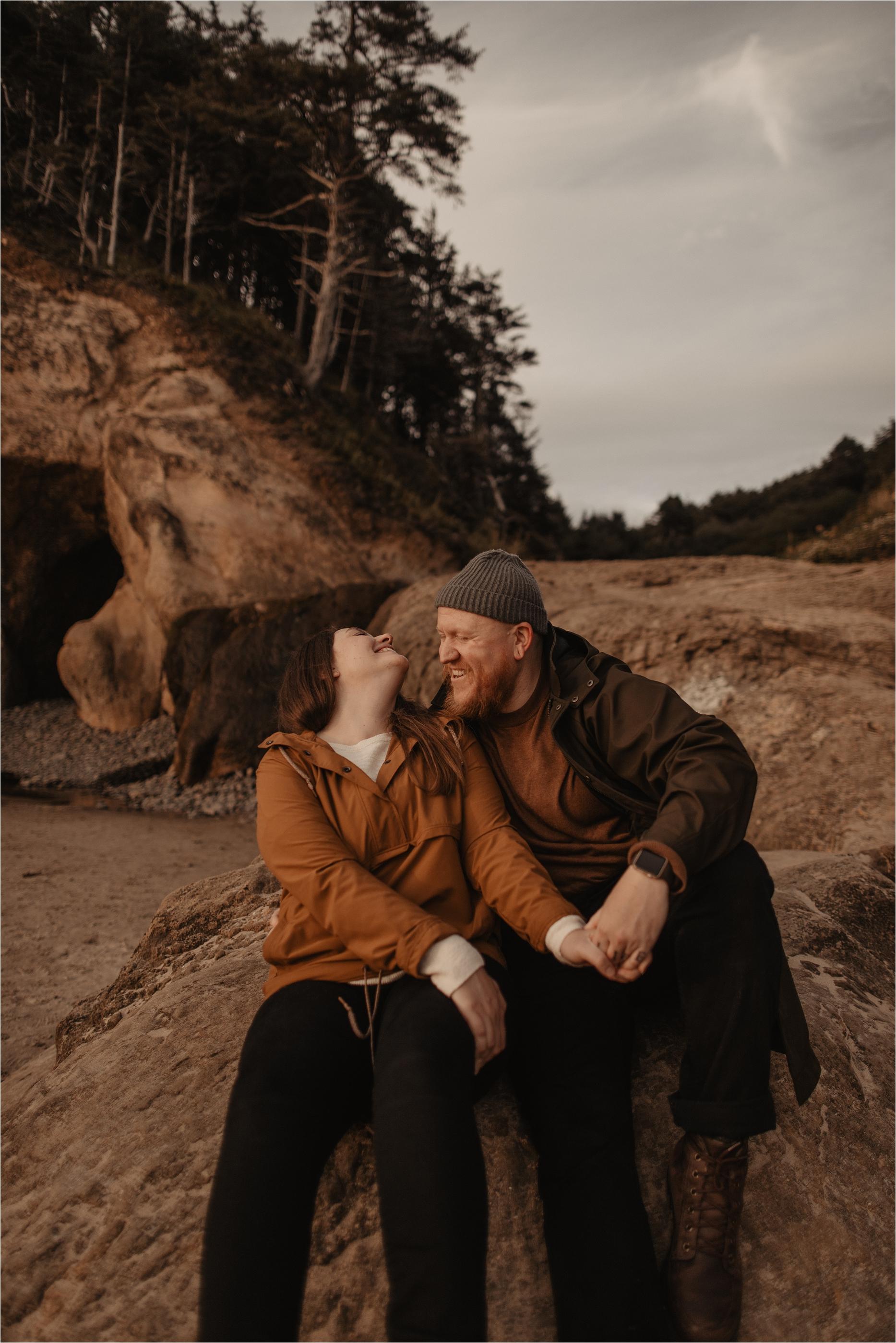 hug-point-oregon-coast-engagement-photos_0026.jpg