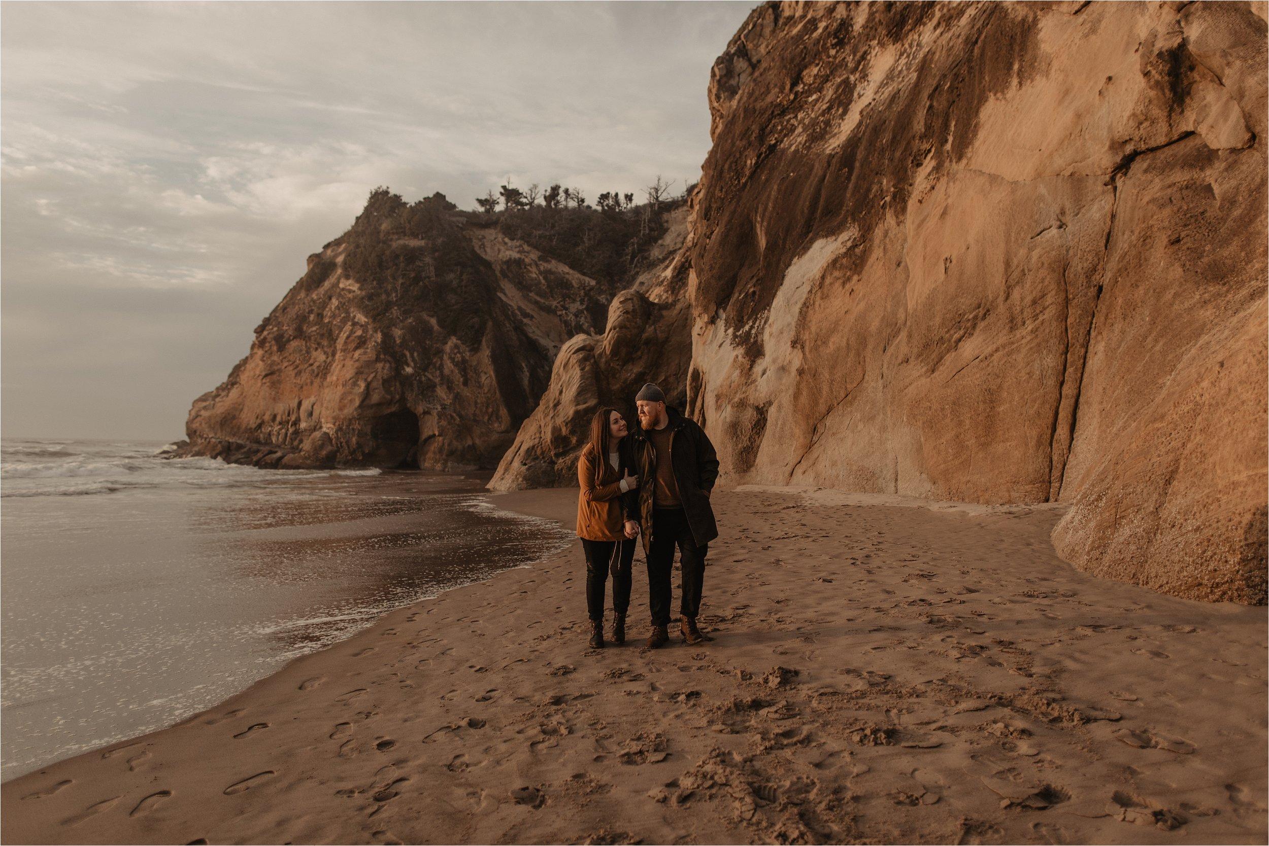 hug-point-oregon-coast-engagement-photos_0041.jpg