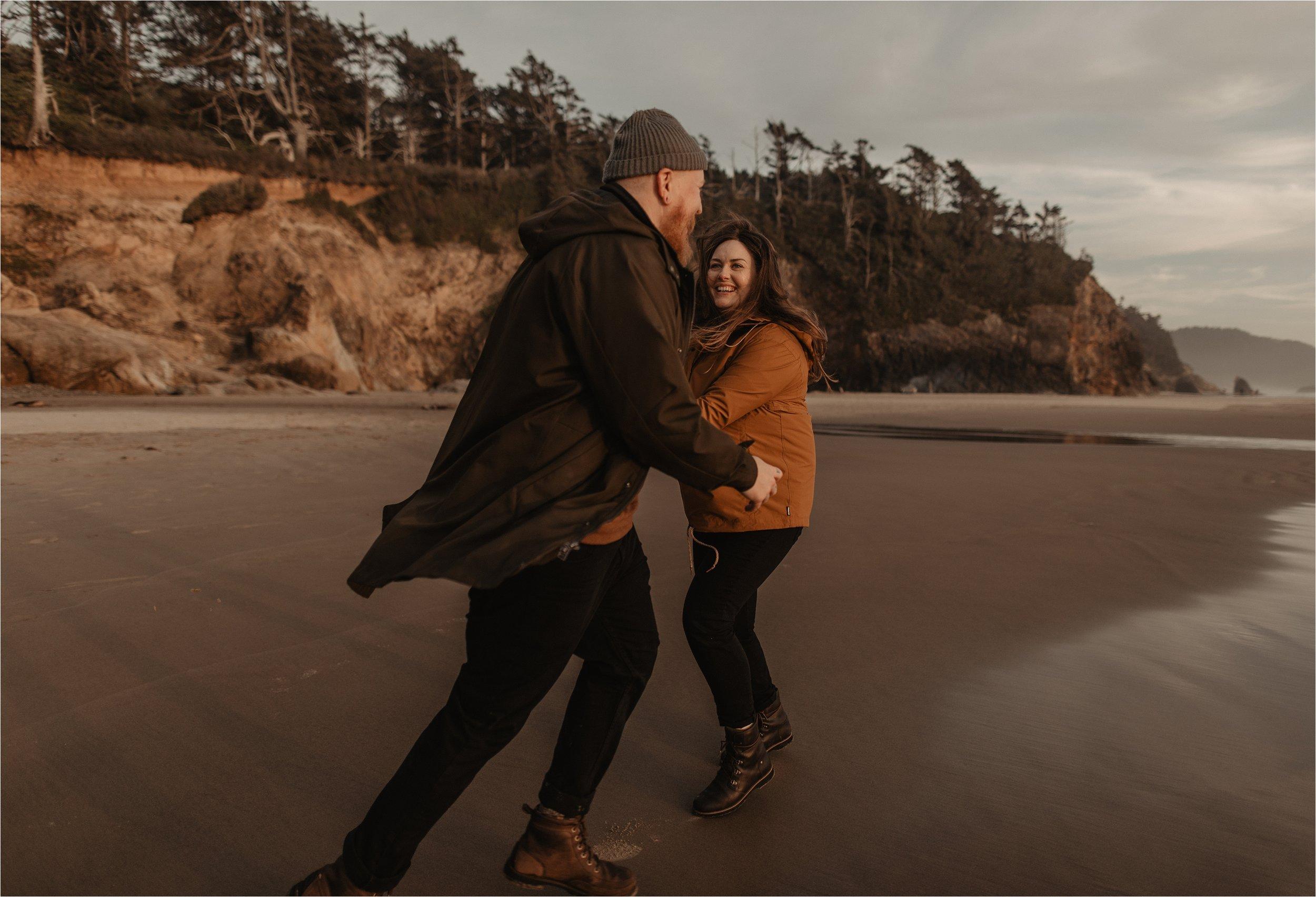 hug-point-oregon-coast-engagement-photos_0045.jpg