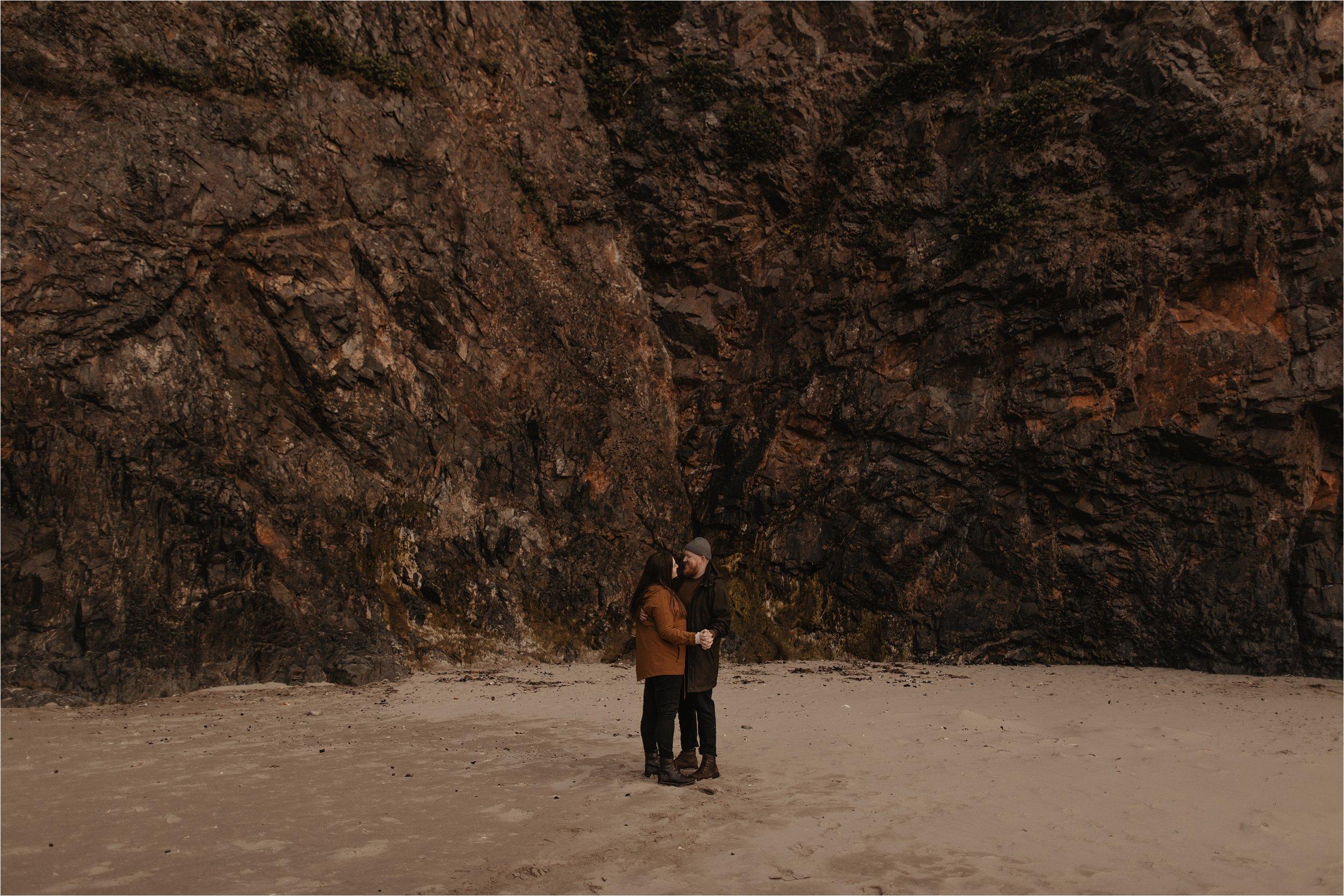 hug-point-oregon-coast-engagement-photos_0051.jpg