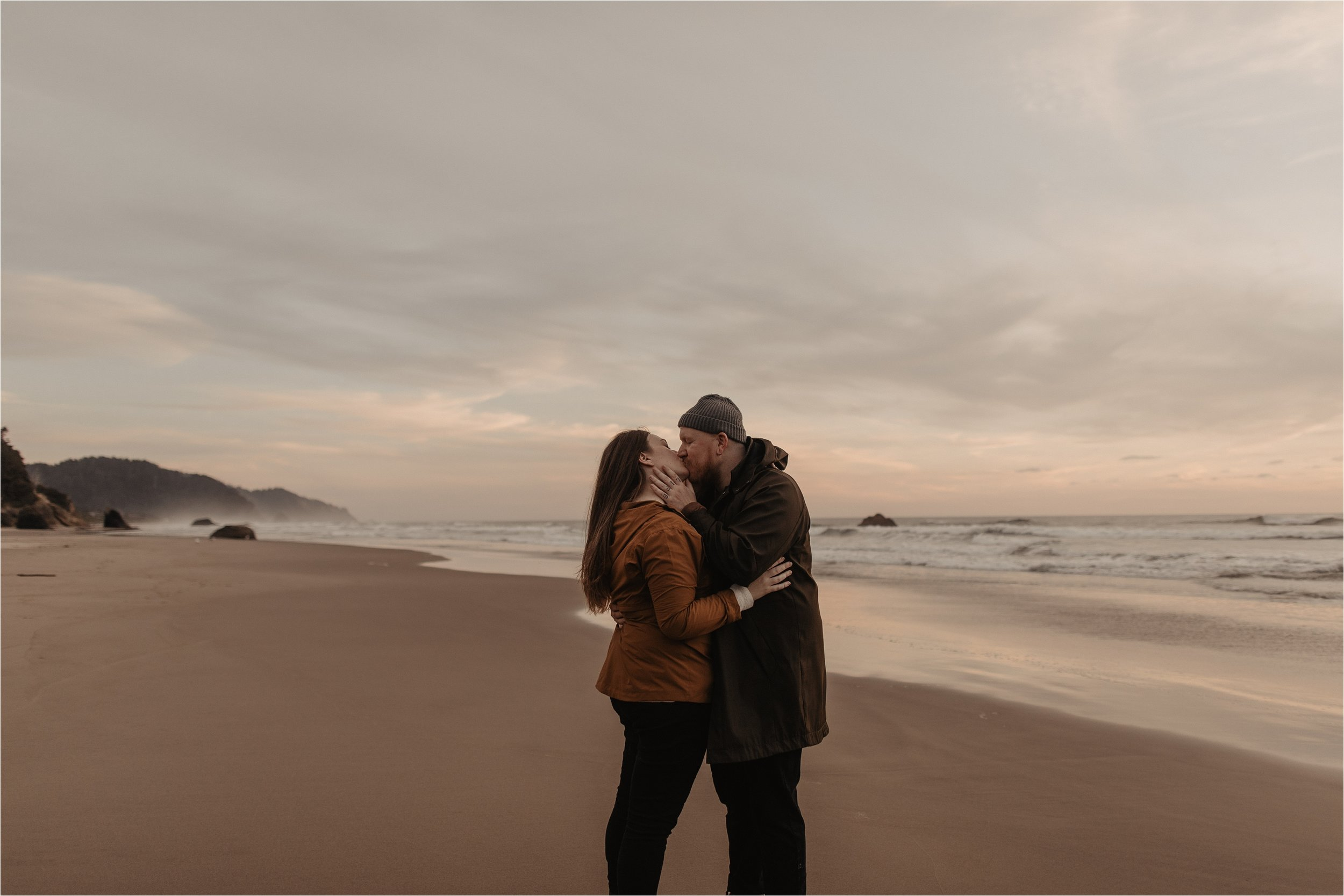 hug-point-oregon-coast-engagement-photos_0055.jpg