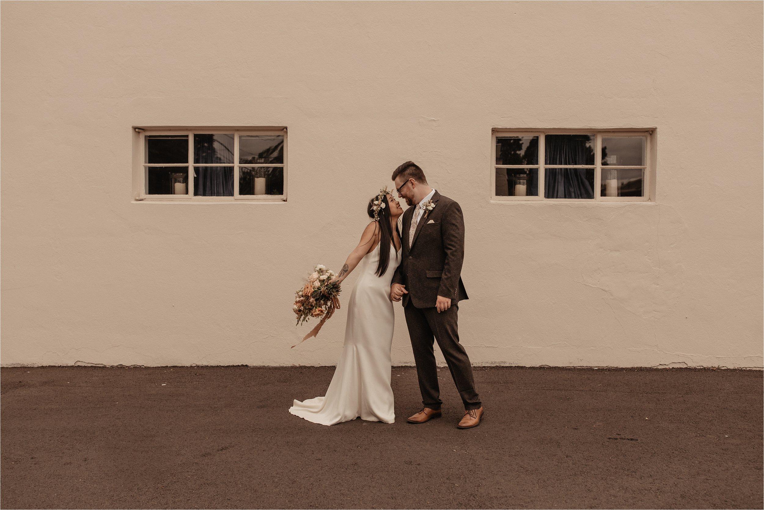 intimate-portland-modern-trendy-wedding_0027.jpg