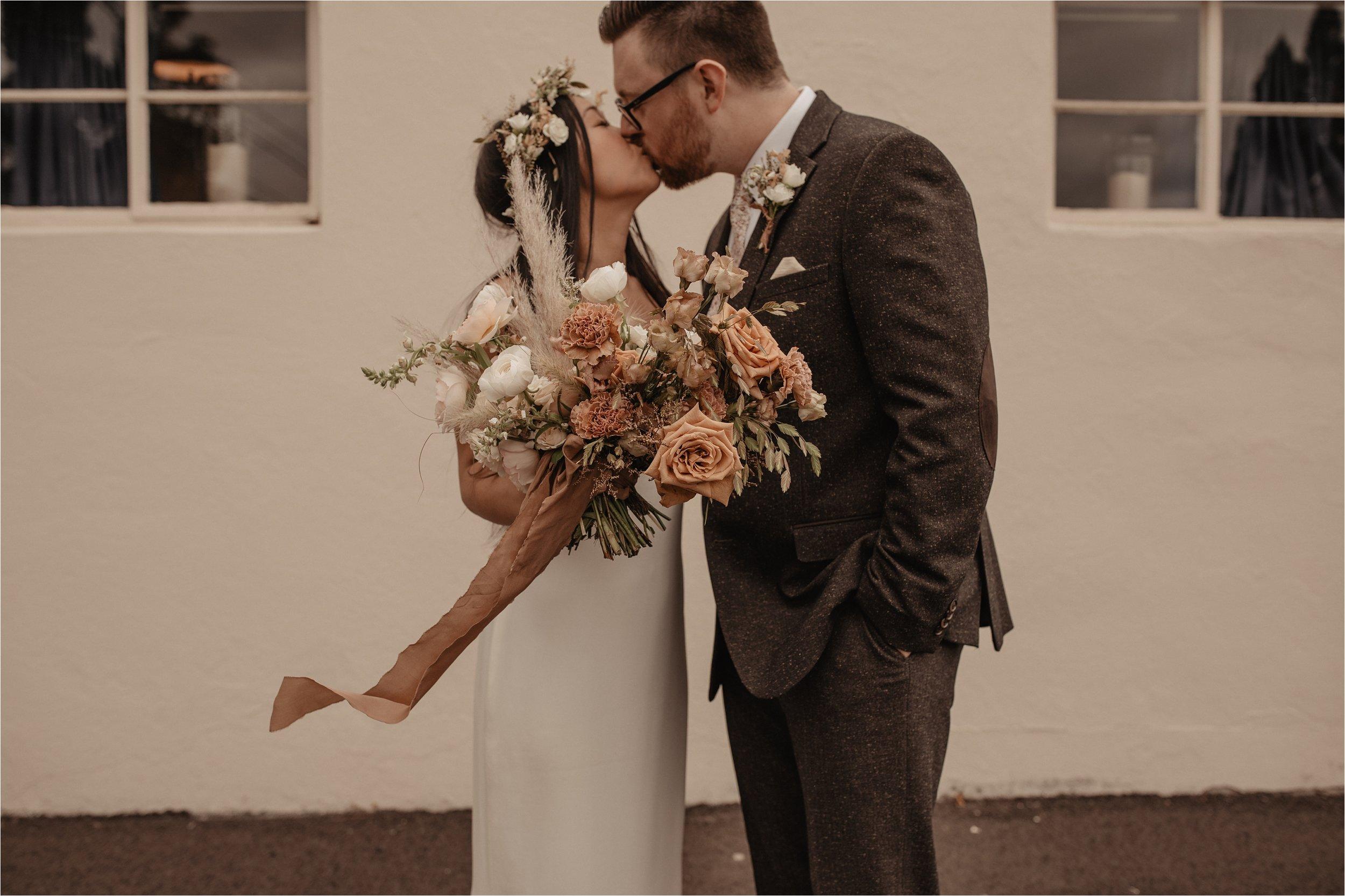 intimate-portland-modern-trendy-wedding_0030.jpg