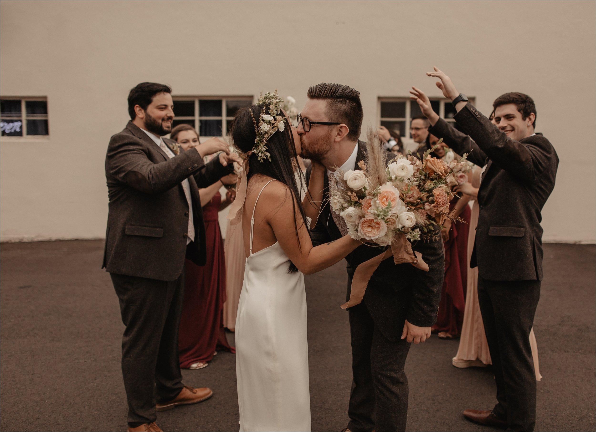 intimate-portland-modern-trendy-wedding_0040.jpg