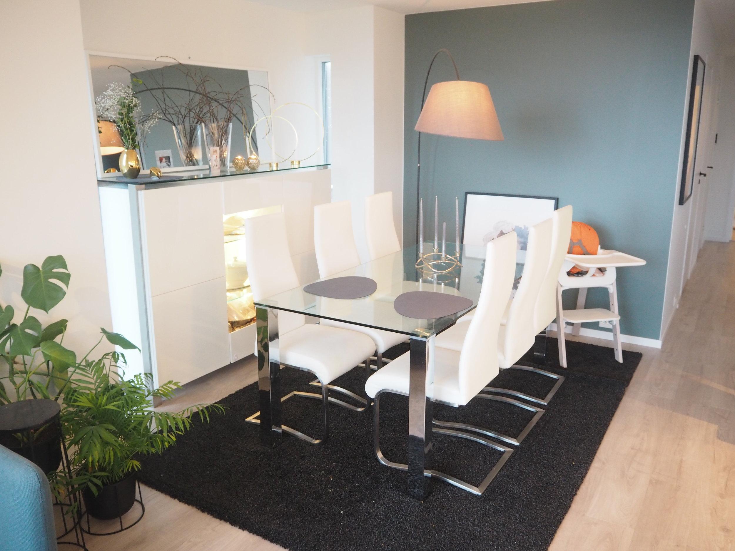 husbilder av stue og kjøkken. Skandinavisk stil