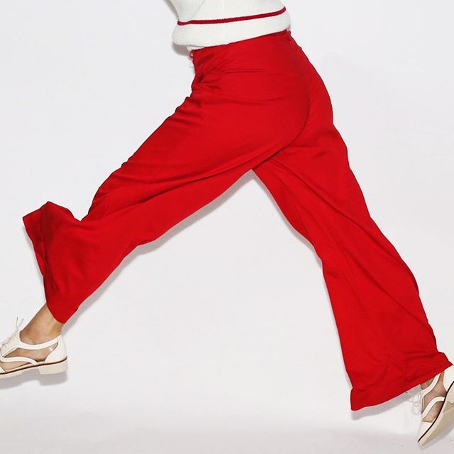 You guys I'm jumping for joy because I made it to Antarctica safe and sound and because I have a new post up about these AMAZING vintage red pants I snagged from @rackkandruin_  this summer! I style them up three ways - so check it out! Also, as a PSA, I won't be posting as often as I used to (internet is very limited) but I'll try my hardest to do some styling down here. For now, though, RED PANTS! Link in bio, of course.