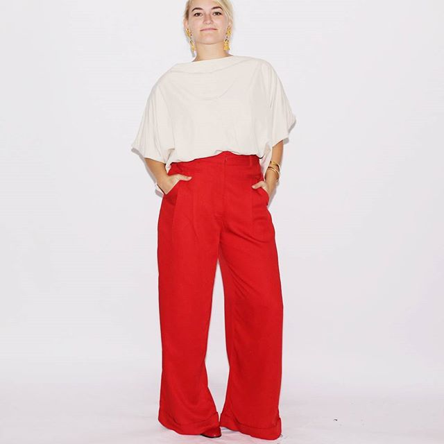 Welcome to your new classic go-to color combo: red and cream. So good. Always so,so good. //#vintage pants via @rackkandruin_ , Doo.Ri top via @buffaloexchange, #vintage earrings via @streetscenevintage.