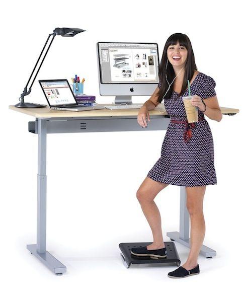 Для кого? - • Стол для работы за компьютером, ноутбуком, или с бумагами для офиса и дома.• Парта для школьника, или студента - мы можем предложить также механизм для наклона столешницы.• Для людей очень высокого, или очень низкого роста, которые всегда чувствуют себя дискомфортно за обычным столом.• Игры, или пеленание ребенка.• Использование в кухонной мебели - с помощью электромотора обеденный стол легко превращается в фуршетный, или барную стойку. Отличное решение для небольшого пространства.• Мастерская, гараж, цех, производство, лаборатория, клиника…