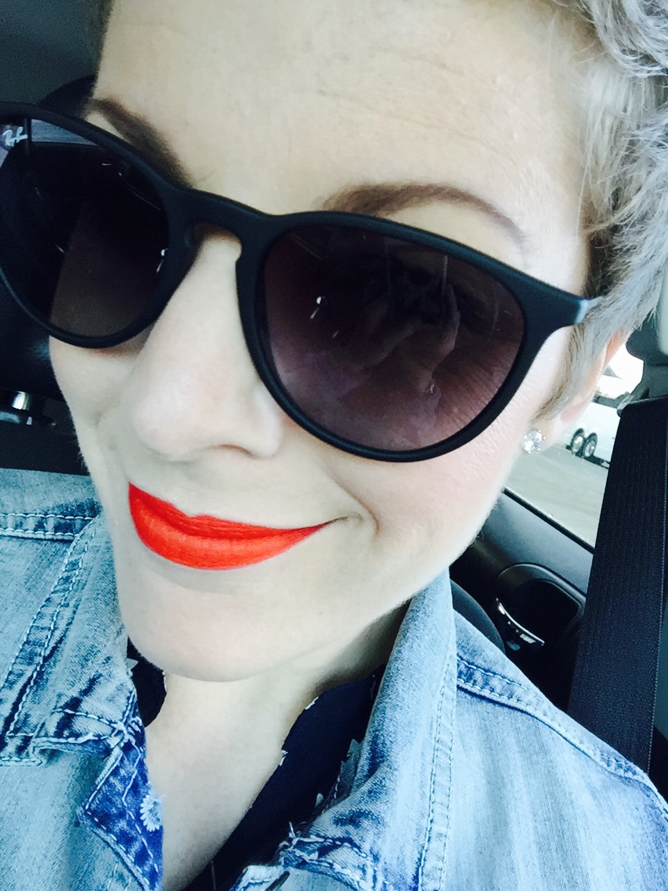 Rocking Rayban sunnies, some Stella and Dot earrings and a BOLD MAC lippy. Enjoy!!