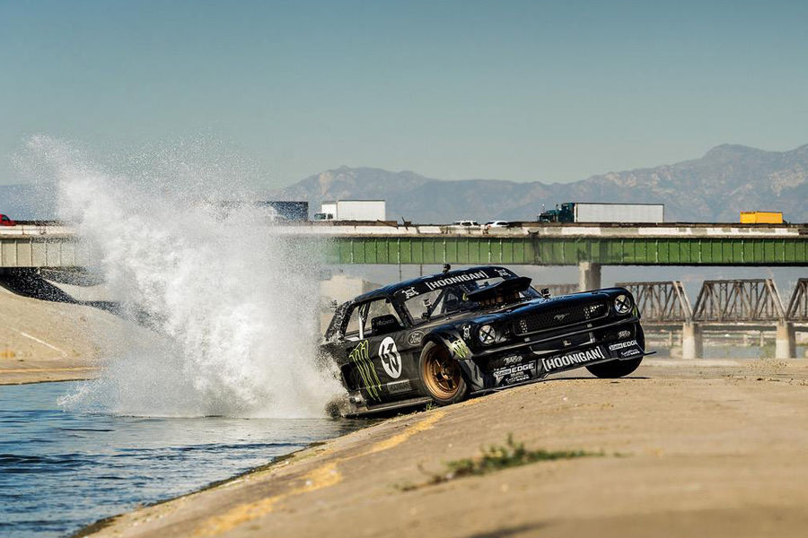 Ken-Block-Gymkhana-7-Ford-Mustang-fotoshowBigImage-6155007d-824289.jpg