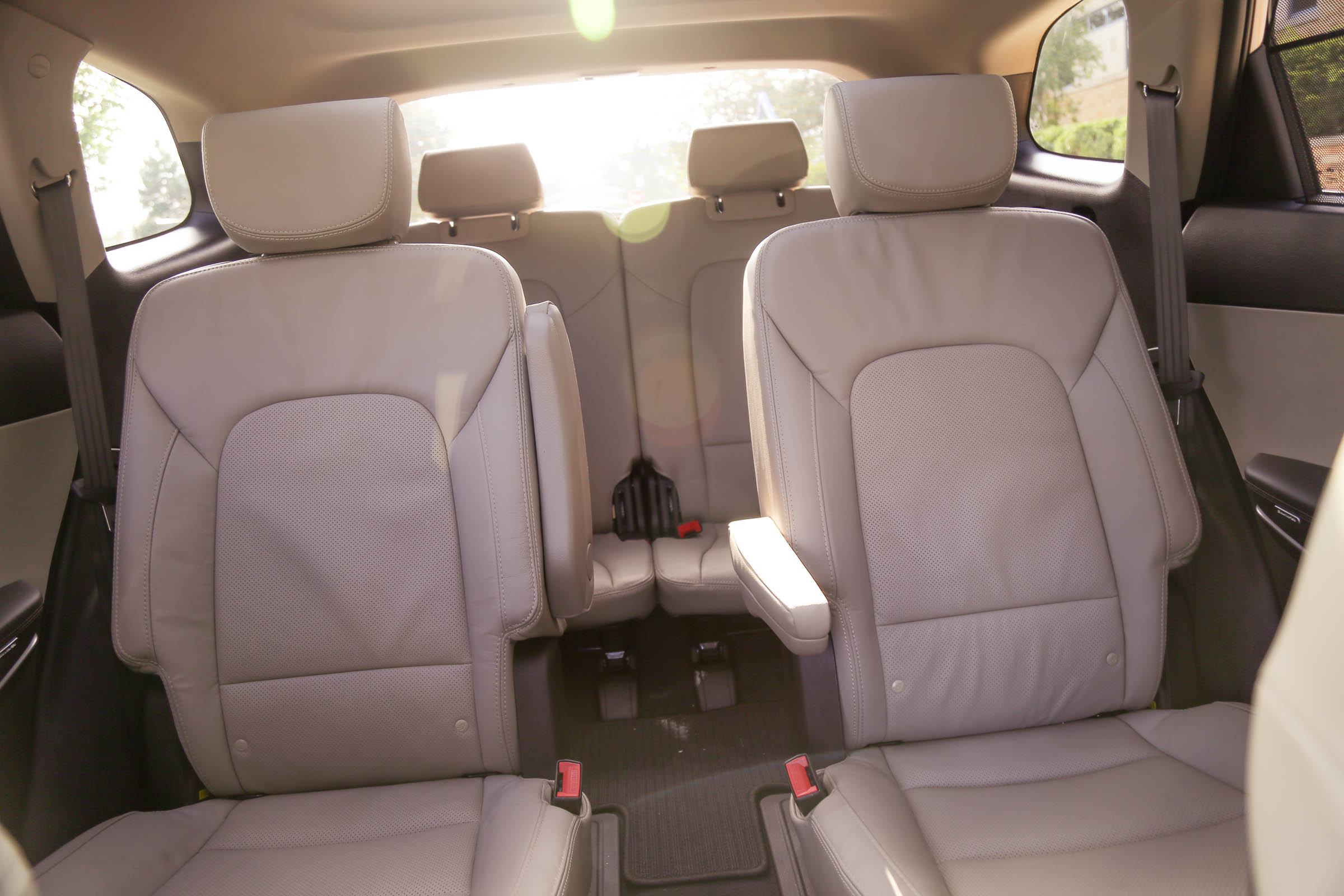 Santa Fe V6 with Captains chair and 3rd row seating