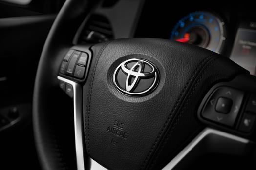 2015_Toyota_Sienna_SE_019_60103_2524_low.jpg
