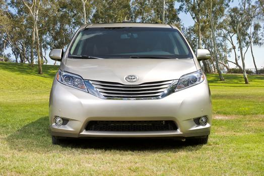 2015_Toyota_Sienna_LTD_012_60010_42747_low.jpg