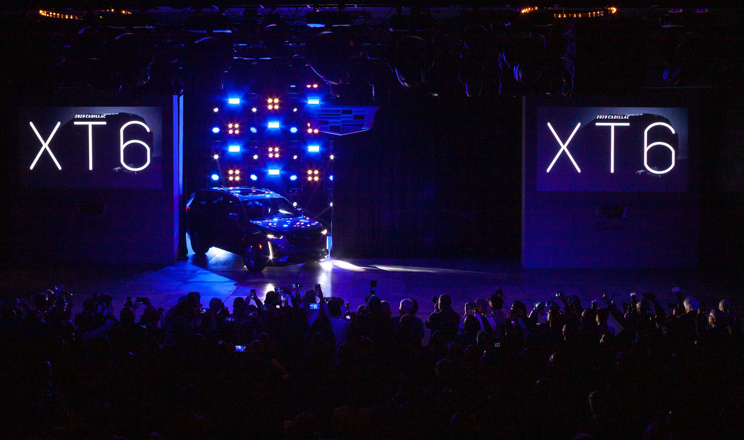 CadillacXT6Reveal02.jpg