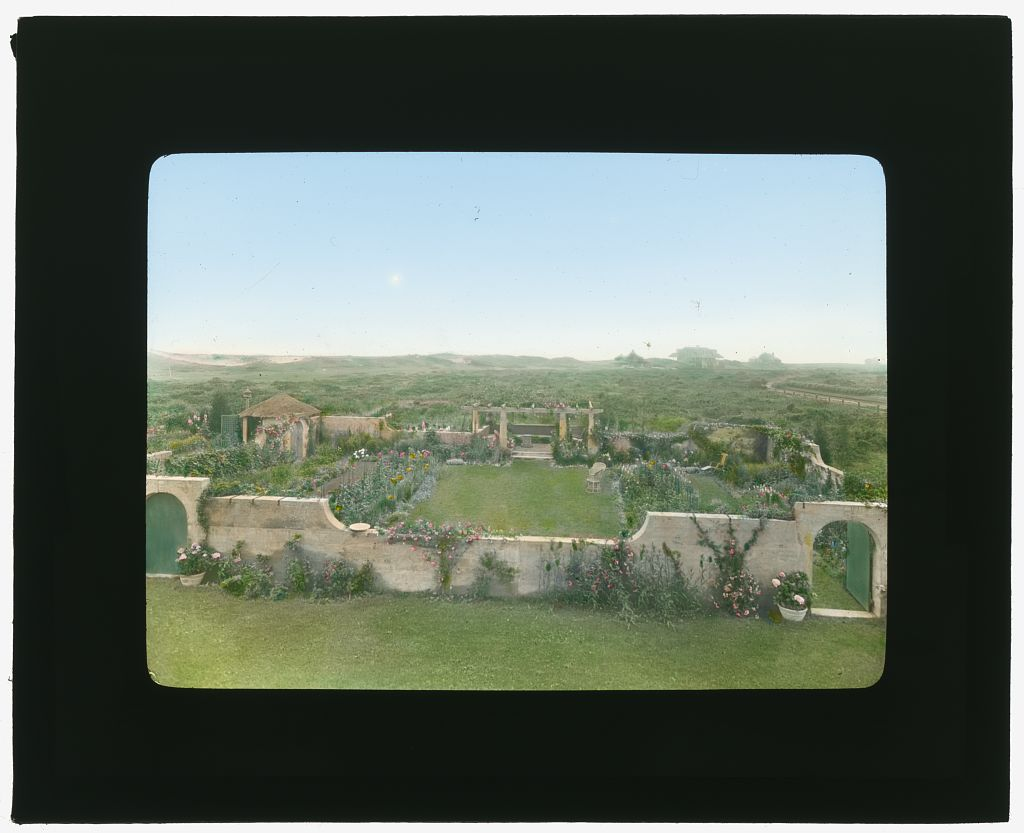 Photograph by Frances Benjamin Johnston of Grey Gardens, Robert Cramer Hill house, East Hampton, NY. View from house. ca1914. Library of Congress. ppmsca 16217   http://hdl.loc.gov/loc.pnp/ppmsca.16217