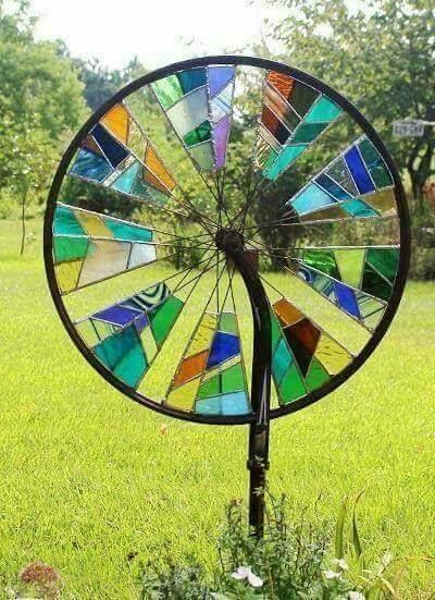 Stained glass bicycle wheel garden spinner