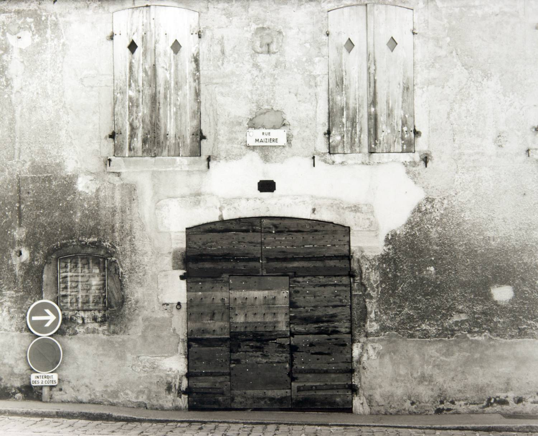 Door on Rue Maizière (Beaune, France)