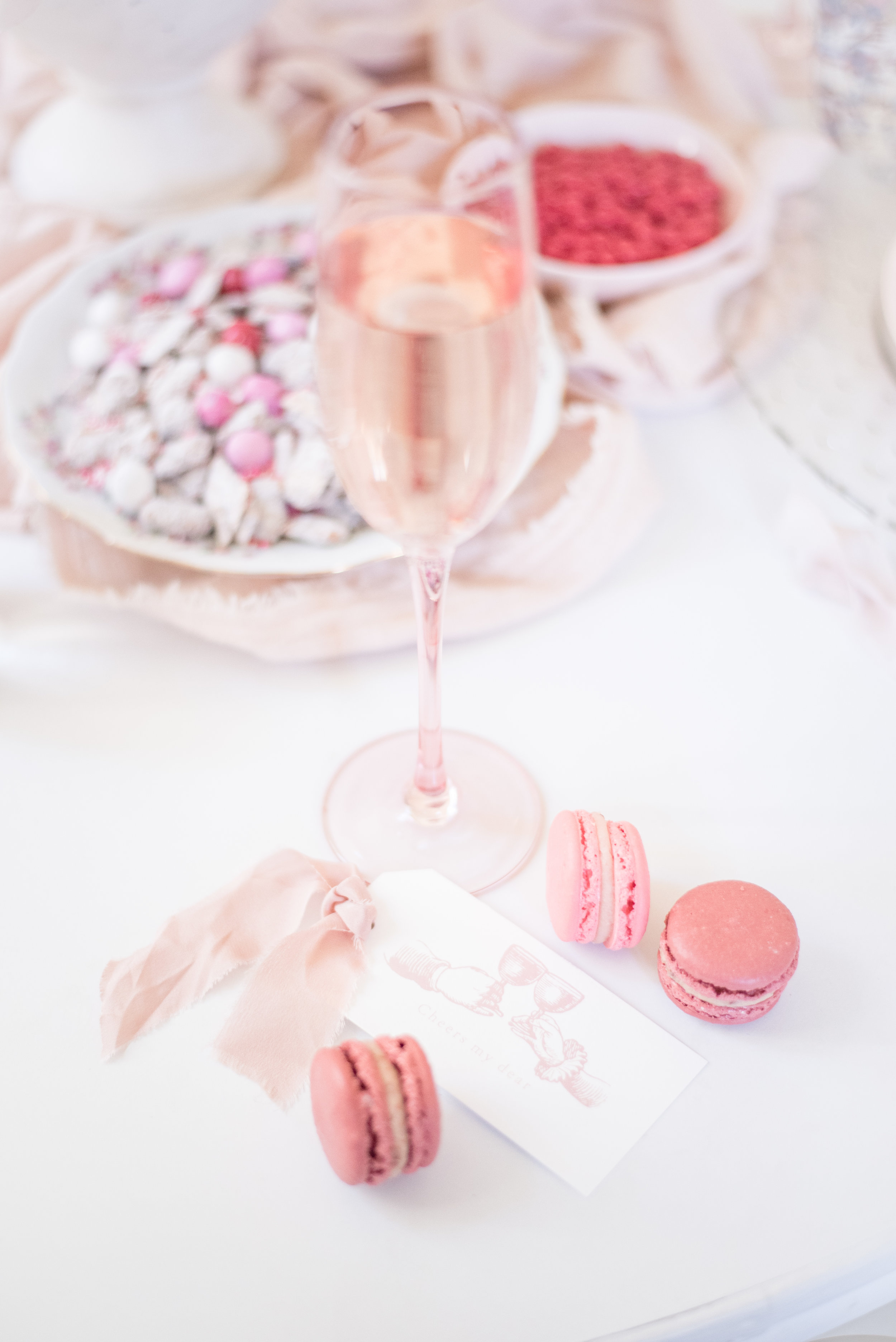 Tie one on! Our  free downloadable tags  look so cute tied around champagne flutes!