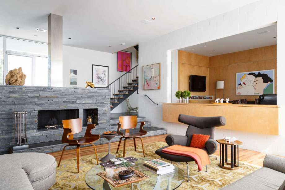 The living room in Lynn Goode's contemporary Highland Village-area home is filled with midcentury modern furnishings and contemporary art.                      Photo by Michael Paulsen courtesy of the Houston Chronicle