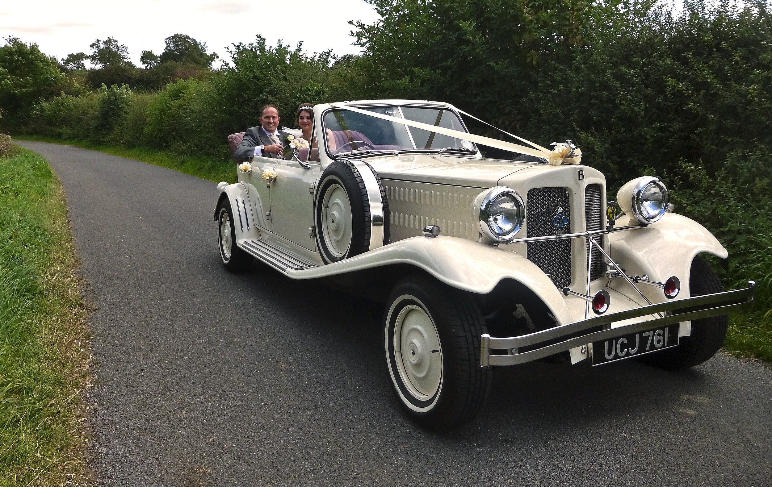 "I couldn't resist stopping for a photo of the Beauford and the happy couple on the peaceful drive down Withybrook Lane, Shilton. With Danielle and Edward""s permission of course! A great couple on a lovely day."