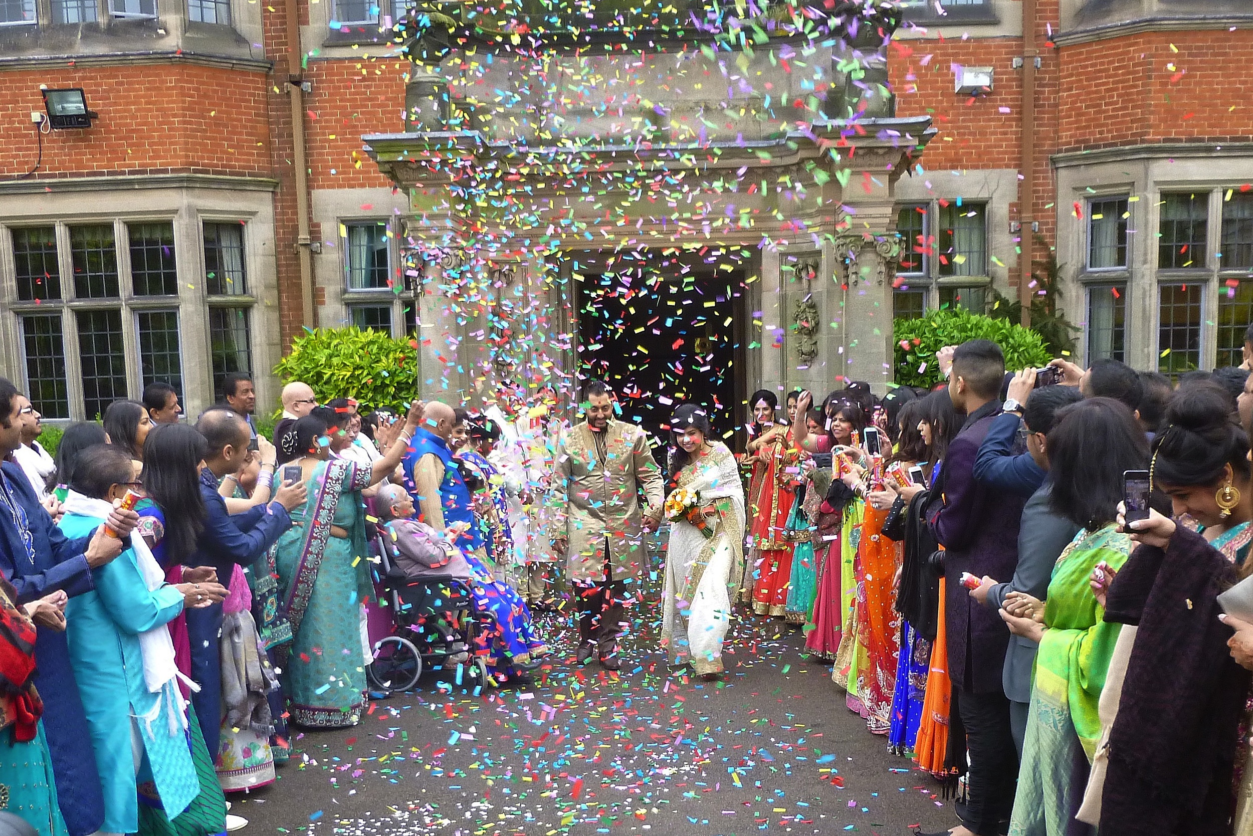 T he most impressive confetti display I have seen! Much enjoyed by Heena and AlpitexitingDunchurch Park Hotel, as thenewly Married Couple