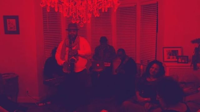 My Big Cousin @debbieveney @heatherahiles Annual Holiday Party Every year it's always poppin. Ain't nothing wrong with a little Biggie Smalls. Had @noblejolley @dantepope and Dante Haggerty on Bass #dope #vibes  #DebbiesHolidayParty #holidayparties2018