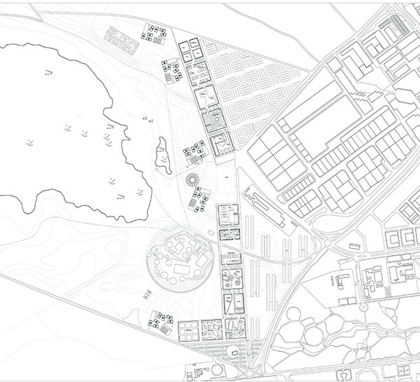 PLAN D'AMENAGEMENT URBAIN DE 70 Ha EN SITE NATUREL PROTEGE -EUROPAN 8    Lieu  Alcazar de San Juan 02300, Espagne  Date  2005  Mission  Etude de stratégie urbaine, projet d'aménagement, esquisse architecturale de logements  Equipe projet  FMAU (mandataire) E.Bonduelle, A.Jammes, S. de Dreuille, H.Cruzado  Programme  Urbanité européenne et projets stratégiques, création de 1 300 logements, 75 000 m2 d'activités  Surface  site 70 ha, 138 000 m2 de logements Densité  2 000 hab / km2  Maîtrise d'ouvrage  Ville d'Alcaraz de San Juan  Montant des travaux  n.d  Crédits Photographiques © FMAU / Erwan Bonduelle /Herminio Cruzado /Simon de Dreuille /Anthony Jammes       Comment coloniser de nouvelles terres entre ville et lagunes par un dispositif suburbain intensifié ?   Parmi les fragments des tissus agricoles et des extensions urbaines, l'identité suburbaine est reconstituée à l'échelle du logo, de la voiture, du bâtiment objet (usine, centre commercial) ou du pavillon de lotissement. La géographie d'un annuaire en somme. Pourtant, nous le savons, le rêve individualiste projeté sur ces territoires est souvent un leurre, tout au plus un compromis médiocre. Les périphéries des villes contiennent les potentiels de modèles plus généreux, rapportés à la dimension spécifique dans laquelle elles se développent. Aujourd'hui, dans le plein profit de leur vitalité, elles appellent une mise à jour qui prendrait positivement acte de ce qu'elles ont révélé: leur inachèvement intrinsèque, une monumentalité qui leur est propre.  Nous proposons, en jouant avec la substance suburbaine de pervertir sa nature de pure spéculation ; d'isoler certaines entités, interroger leur programme, leurs formes, au regard de celles qui les ont précédées. Nous inscrirons leurs qualités sémantiques dans un autre texte qui les dépasse, plus lyrique et plus précis, tant il est vrai qu'habiter au sens où nous l'envisageons nécessite de pouvoir échapper à la confusion, de savoir où l'on habite dans un système d