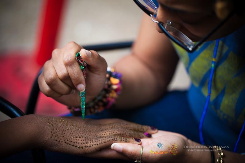 Chiiirp applying henna art
