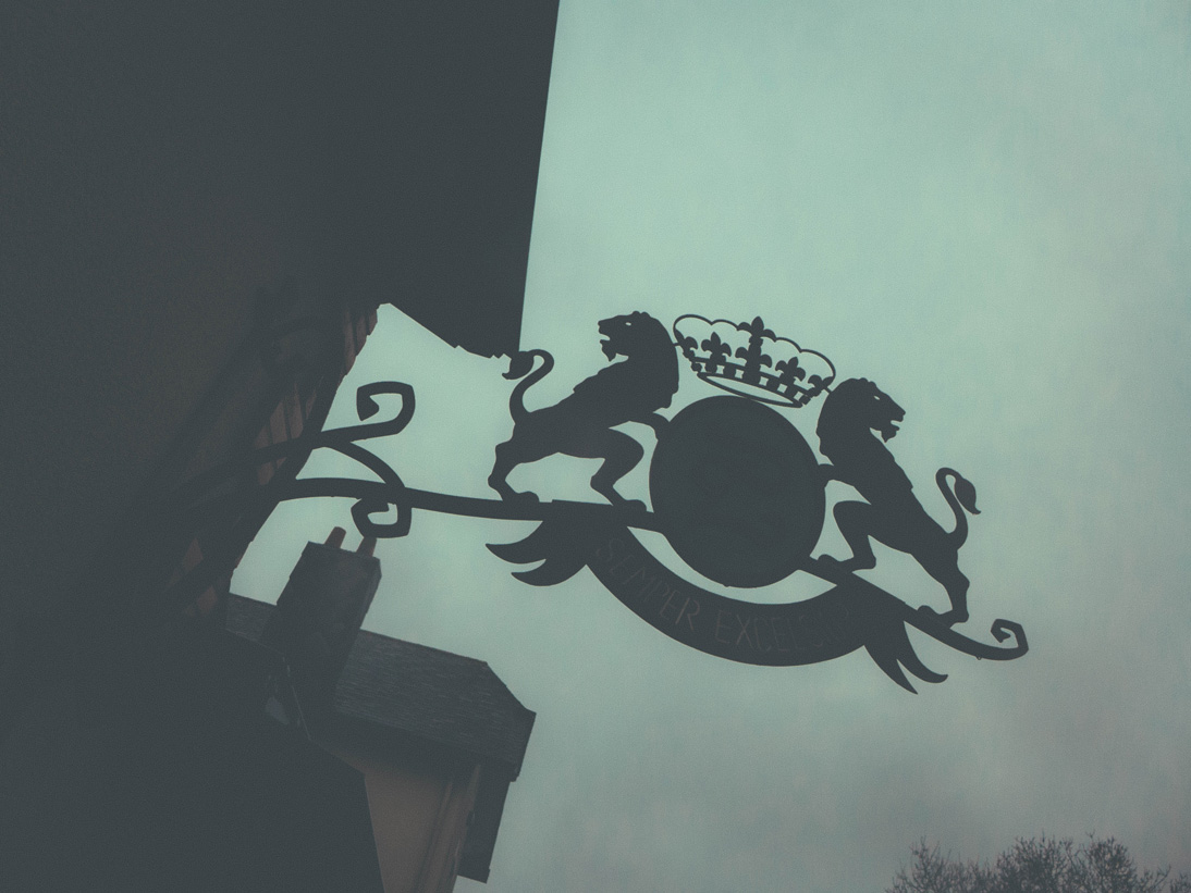 Family crest at Luneau-Papin Estate