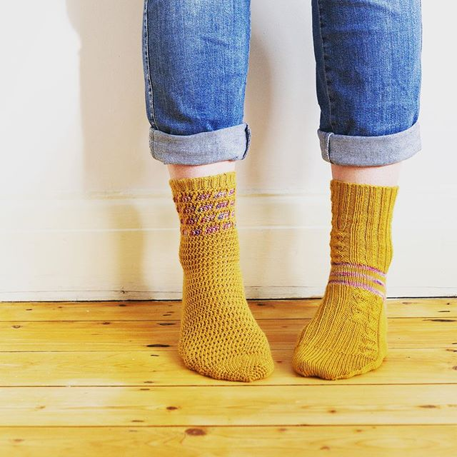 so excited to unveil my collaboration for @edinyarnfest with @vickibrowndesigns - we've put together these kits with 2 skeins of Socks Yeah, a hand dyed mini from Vicki and both a knitted and crocheted sock pattern - come and see us A9 and J1