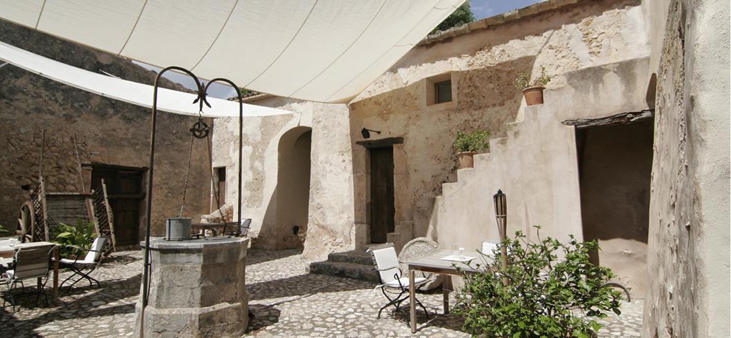 romantischer-innenhof-finca-hotel-refugio-son-pons-mallorca